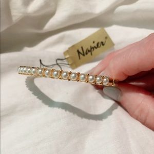 NWT Vintage 19 Pearls Gold Napier Hinge Closure